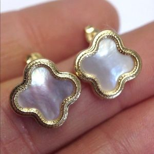 Jewelry - 14KT Gold Clover Mother of Pearl Flower Earrings